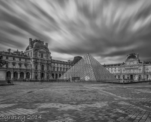 Avondfoto's - Louvre museum zwart-wit foto, fotografie Parijs 2014 | Tux Photography