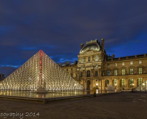 Avondfoto's - Kleurenfoto Louvre Parijs | avondfoto met prachtige kleuren
