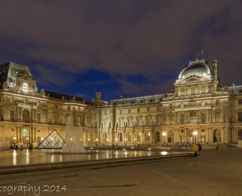 Avondfoto's - Foto van het Louvre, Parijs, Frankrijk - verlicht in de avond | Tux Photography