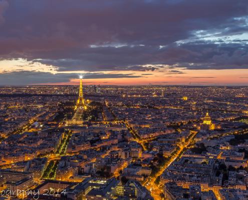 Avondfoto's - Fotografie Parijs, vanaf Tour Montparnasse. Uitzicht op Parijs (en Eiffeltoren). Foto Tux Photography.