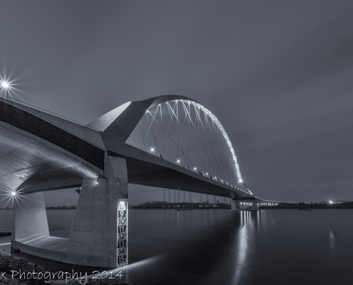 Avondfoto's - Nijmegen, de Oversteek by Night | Tux Photography
