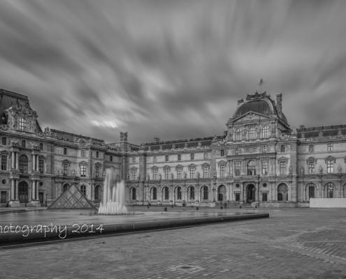 Avondfoto's - Fotografie Parijs - zwart-wit foto Louvre museum