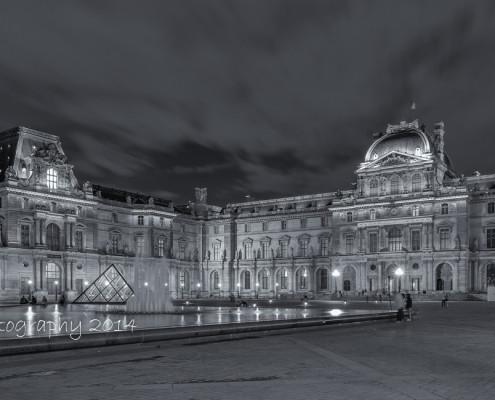 Avondfoto's - Louvre museum Parijs, zwart-wit avondfoto, citytrip 2014 | Tux Photography