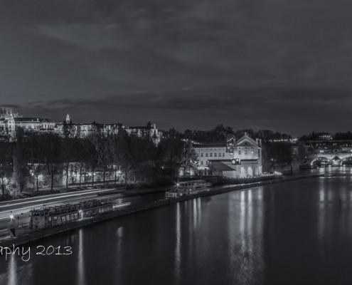 Foto's Praag - Praagse Burcht en Karelsbrug by night | Zwart-wit foto Tux Photography