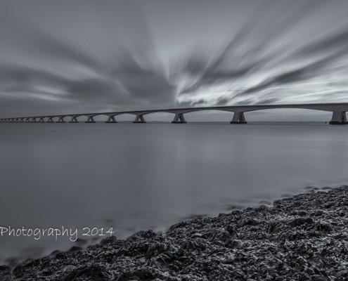 Foto's Zeelandbrug - Zeelandbrug bij zonsopkomst | Zwart-wit foto Tux Photography