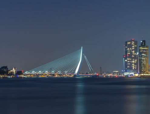 Rotterdam skyline foto - Erasmusbrug by Night | Tux Photography