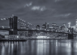 Foto's New York - Brooklyn Bridge by Night| Zwart-wit foto Tux Photography