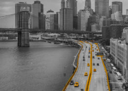 Foto's New York - Brooklyn Bridge and Yellow Cabs| Zwart-wit foto Tux Photography