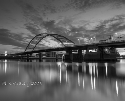 Avondfoto's - Papendrechtse Brug in zwart-wit - Papendrecht | Tux Photography